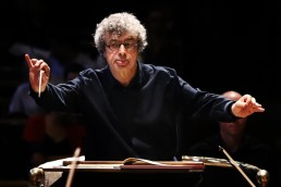 Semyon Bychkov, conductor – Photo Frances Marshall